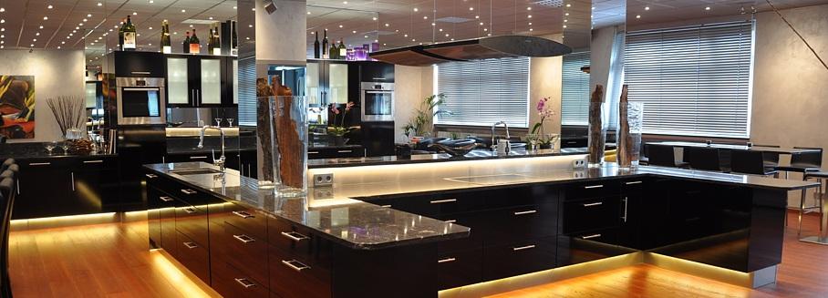 Kochstudio grundriss  Das Cook & Live-Kochstudio bietet zwei komplette Küchen, Esstische ...
